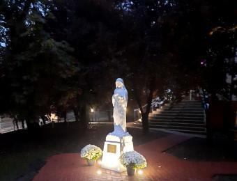 Béke Királynője szobor