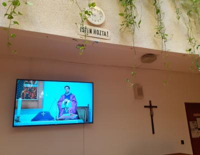 Szentmise TV-én keresztül az Emmausz Házban