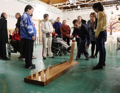 Az ajándék bowling eszköz kipróbálása
