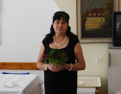 Az ebédnél intézményvezető asszony köszöntötte a lakókat.