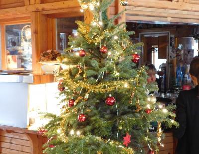 Mindenkinek Áldott Karácsonyt és Boldog Új Esztendőt kívánunk!