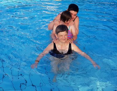 Lányok a vízben