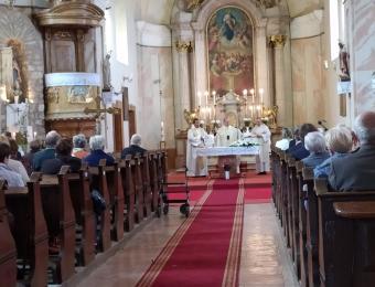 Ünnepi szentmise a Bakonyszücsi Római Katolikus Templomban