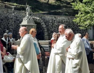 Atyák kivonulása a Szentmiséről