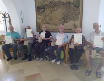 Az első díjazottak ünneplése a Papi Otthonba