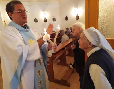 Balázs áldás Júlia nővérrel
